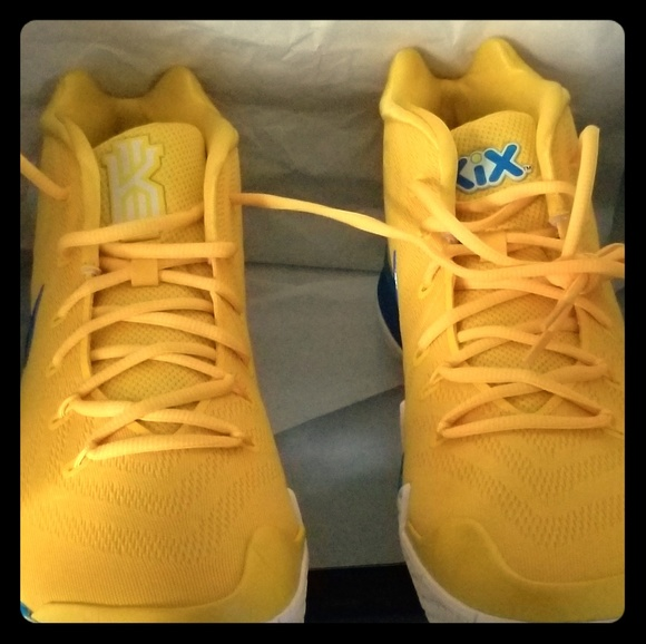 c44b62774e0 NIKE KYRIE IRVING (KIX) Shoes